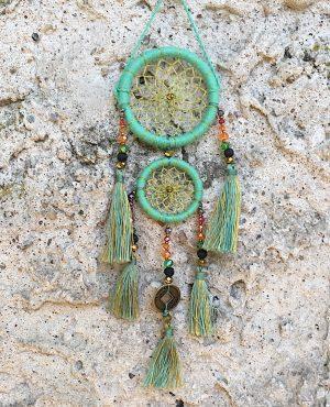 ručně vyrobený lapač snů korálkový zelinkavý 25cm 1