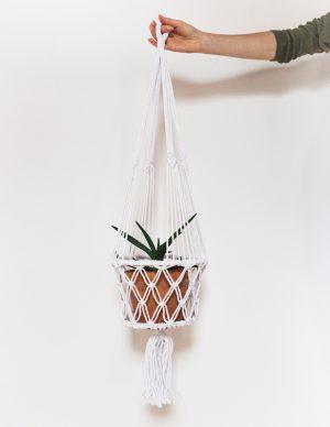 závěsný květináč macramé bílý