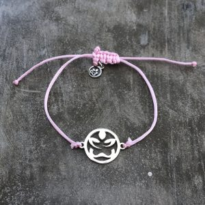 náramek se saténovou šňůrkou v barvě růžová a přívěskem Buddha z ryzího stříbra