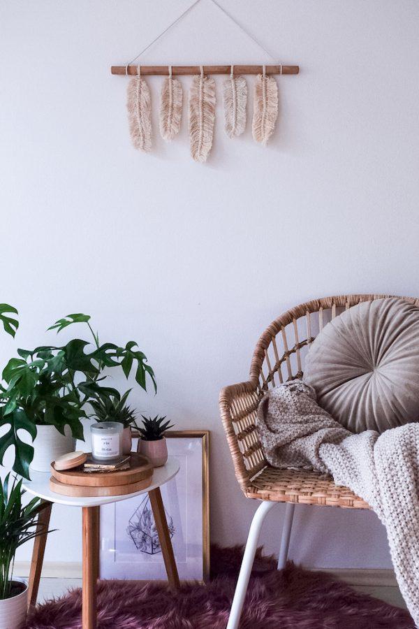 závěsná dekorace macramé Feathers for You v interiéru