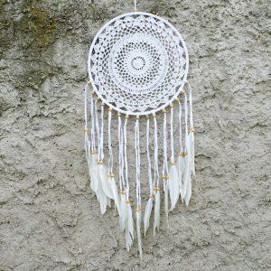 ručně vyrobený lapač snů bílý s korálkami z Bali