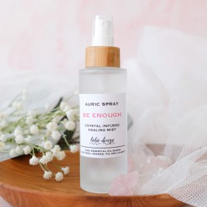 Ajurvédská mlha BE ENOUGH s vůní esenciálních olejů aloe vera, pomeranče, fíku a cajeputu a krystalem Bílý Achát