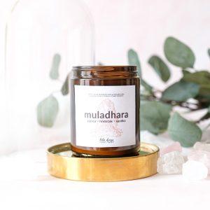 """Sójová svíčka 1. čakra """"MULADHARA"""" s vůní esenciálních olejů, nabitá pozitivní energií křišťálu"""
