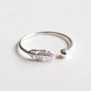Stříbrný prsten Feathers