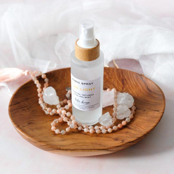 Auric Spray SUN LIGHT s vůní esenciálního oleje lípy a krystalem citrín, který přináší energii do všech úrovní života