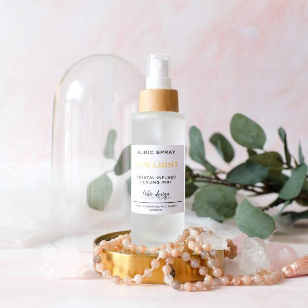Auric Spray SUN LIGHT s vůní esenciálního oleje lípy a krystalem citrín, který aktivuje k činnosti korunní čakru a zesiluje intuici