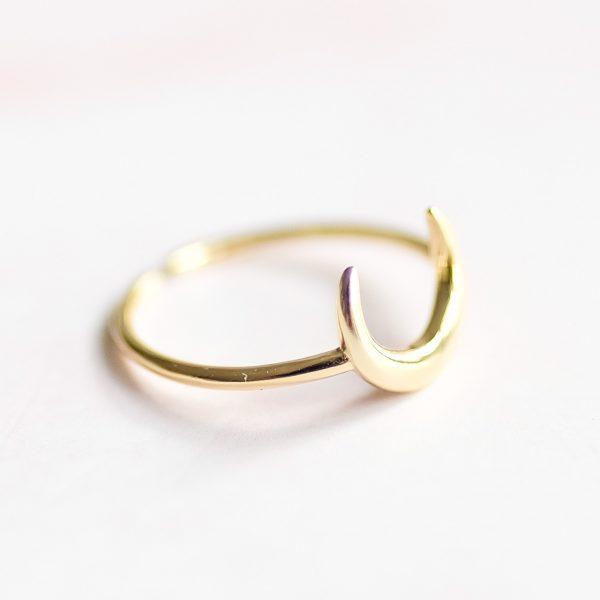 Pozlacený prsten Half Moon navržený s citem pro design a kvalitu