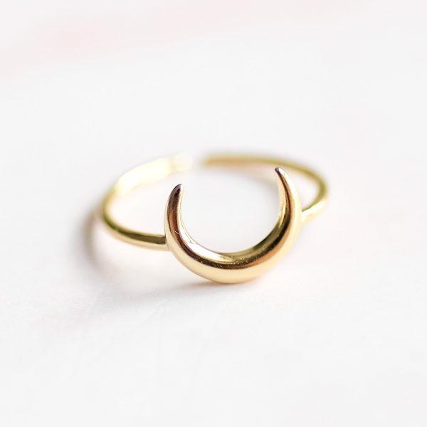 Pozlacený prsten Half Moon - originální kousek pro každou příležitost