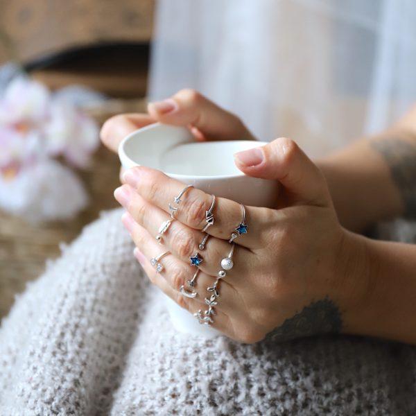 ručně vyrobené prsteny z polodrahokamů a ryzího stříbra