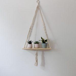 ručně vyrobená macramé polička Joy z Bali