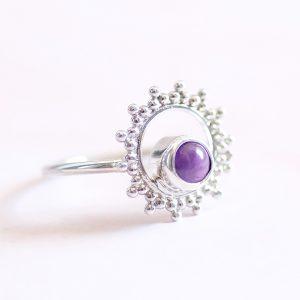 Stříbrný prsten Sun s ametystem navržený s citem pro design a kvalitu