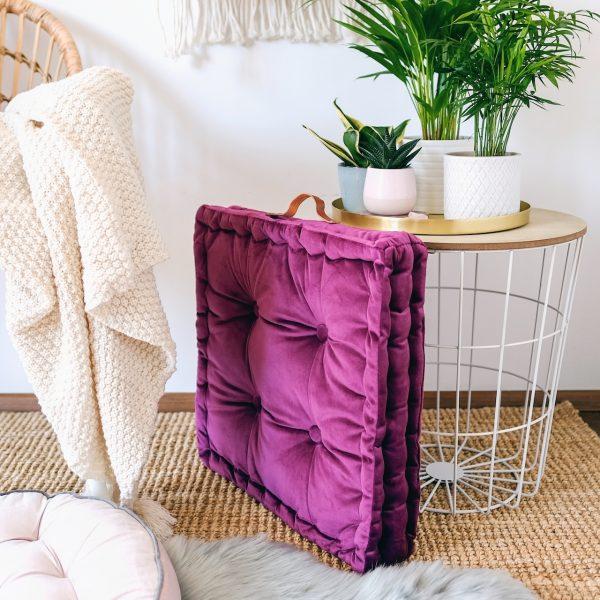 Měkký nadýchaný polštář lila hranatý