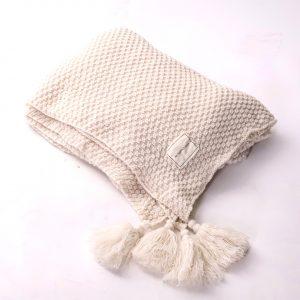 hřejivá deka se střapcema krémová z měkkého materiálu