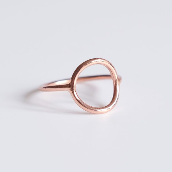 Pozlacený prsten Moon Pink navržený s citem pro design a kvalitu