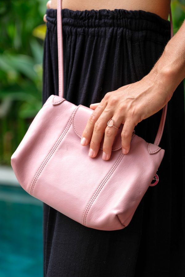 Pozlacený prsten Moon Pink ručně vyrobený v malé rodinné dílně v oblasti Ubudu