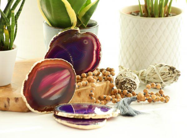 Podtácek z kamene achát ve fialové barvě