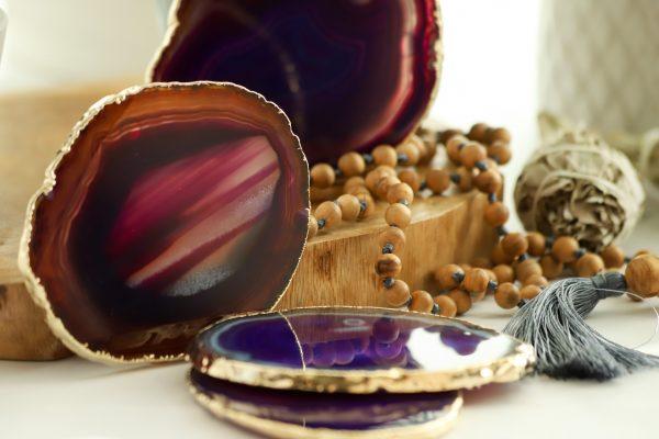 Podtácek gold Achát fialový jako podložka pod svíčku nebo na odkládání šperků a drobností