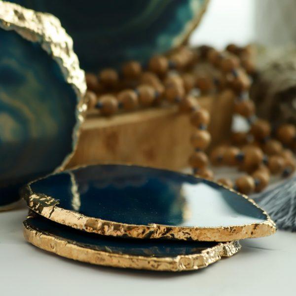 Nezaměnitelný podtácek z barveného achátu tyrkysový se zlatým okrajem