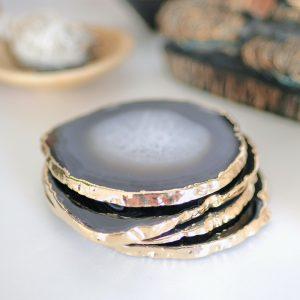 mineralni-podtacek-Achat-zlaty-okraj-struktura