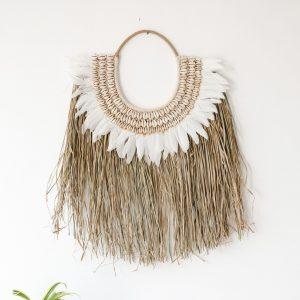 zavesna-dekorace-na-zed-trava-pericka-musle-boho-styl-detail