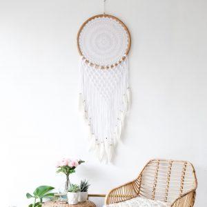 dekorace-na-zed-lapac-snu-macrame-pericka-koralky-boho-styl
